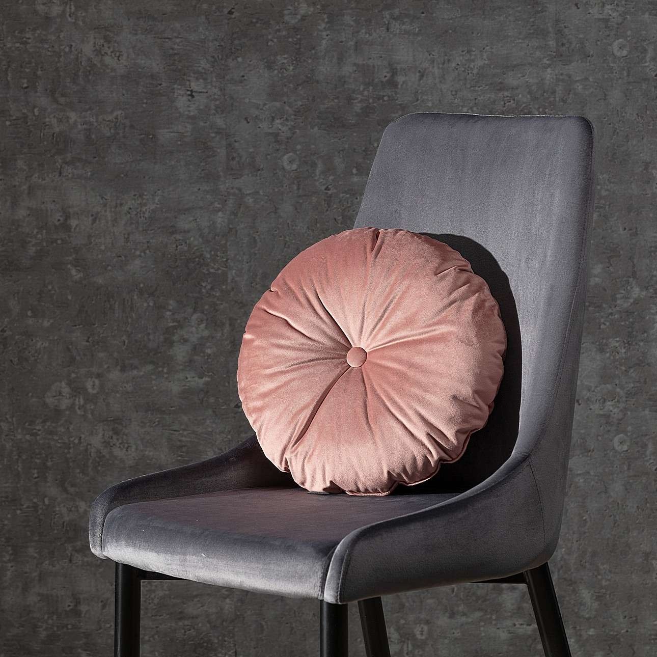 Round velvet cushion with button in collection Velvet, fabric: 704-30