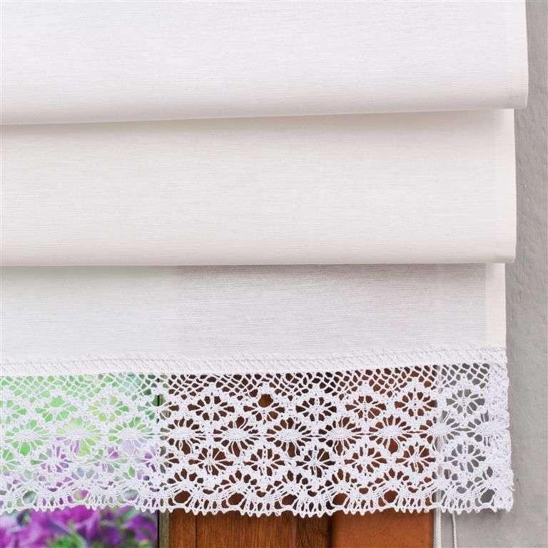 Rímska roleta s bielou krajkou V kolekcii Loneta, tkanina: 133-02