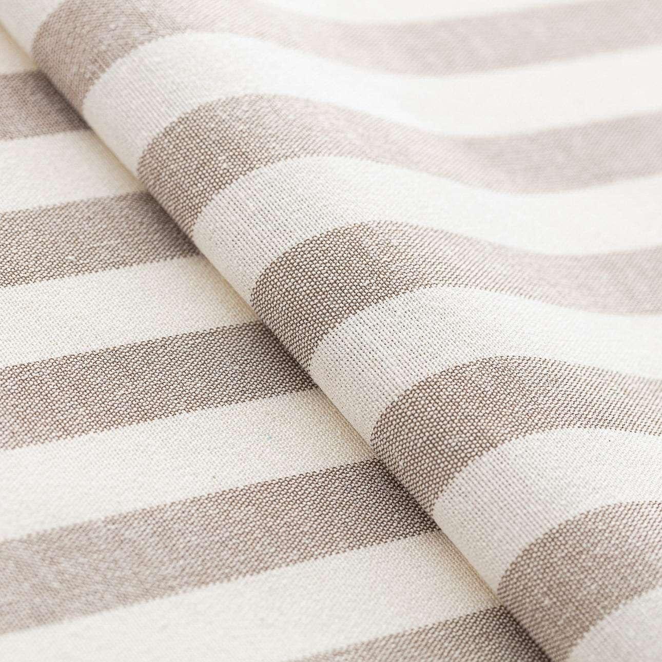 Gabika so šnúrkou, obliečka na vankúš V kolekcii Quadro, tkanina: 136-07