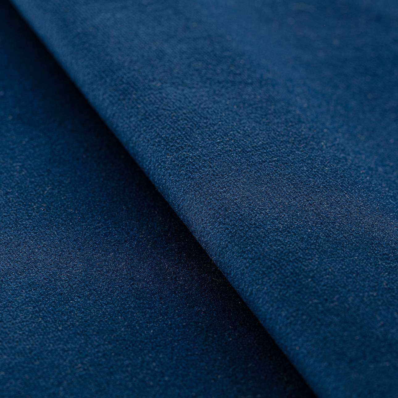 Poduszka wałek z zakładkami z lamówką w kolekcji Velvet, tkanina: 704-29
